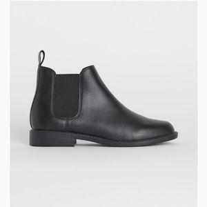 🤩 black booties 🤩